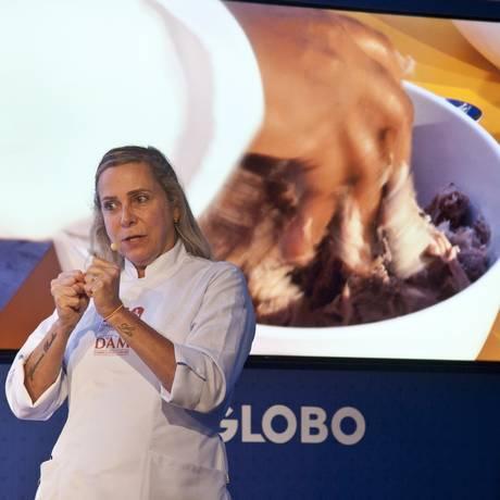 Os segredos do pinhão são revelados pela chef Mônica Rangel Foto: Adriana Lorete / Agência O Globo