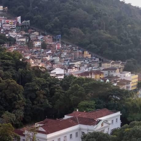 Dona Marta amanheceu neste sábado com intenso tiroteio Foto: Custódio Coimbra / Agência O Globo