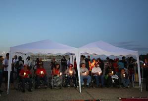 Com a saúde fragilizada, grevistas usavam cadeiras de rodas nos deslocamentos Foto: Ailton de Freitas / Agência O Globo