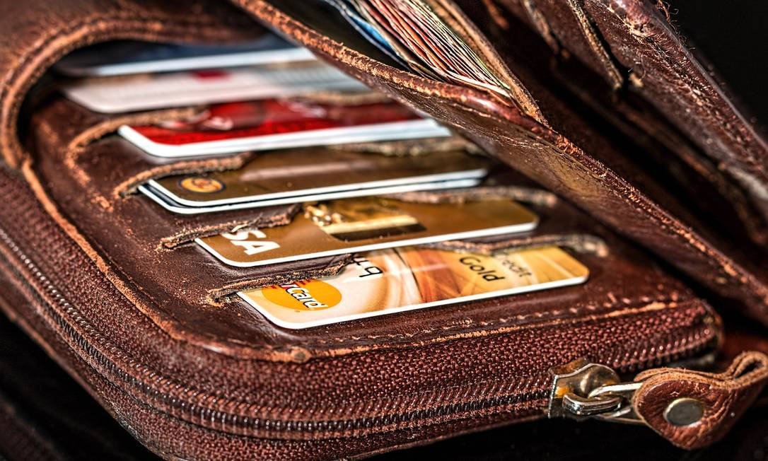 Os juros dos cartões de redes de varejo podem chegar a quase o triplo da média do mercado no país Foto: Pixabay