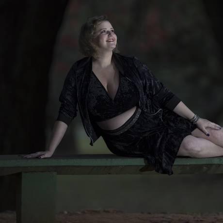 Depois de dedicar um blog às agrutas de mulheres em busca de roupas em tamanhos grandes, Renata Pokus acabou abrindo a própria marca, especializada em manequins de 48 a 60 Foto: Edilson Dantas