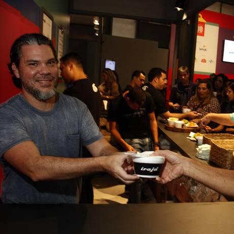 Pedro de Artagão entrega o pedido de Paulo Barata Foto: Nelson Perez/Luminapress / Agência O Globo