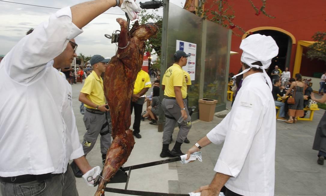 Os minutos foram cronometrados Foto: Nelson Perez/Luminapress / Agência O Globo