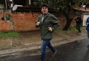 Eduardo Paes percorre Guaratiba e Campo Grande, na Zona Oeste do Rio Foto: Custódio Coimbra / Agência O Globo
