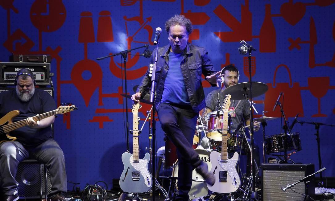 Zé Ricardo abriu a segunda semana de shows com o som black do Baile do Zé Ricardo Foto: Nelson Perez/Luminapress / Agência O Globo