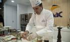 Chef Frédéric Monnier ensina receita de lagostin saudável Foto: Adriana Lorete / Agência O Globo