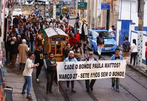 Moradores de Santa Teresa fizeram caminhada de protesto Foto: Uanderson Fernandes / Agência O Globo