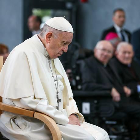 Em entrevista coletiva, Papa Francisco respondeu a pergunta de jornalista sobre crianças homossexuais Foto: HANDOUT / AFP
