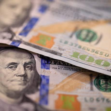 De acordo com Boletim Focus, dólar deve ficar em R$ 3,75 no fim de 2018 Foto: Roberto Moreyra/Agência O Globo
