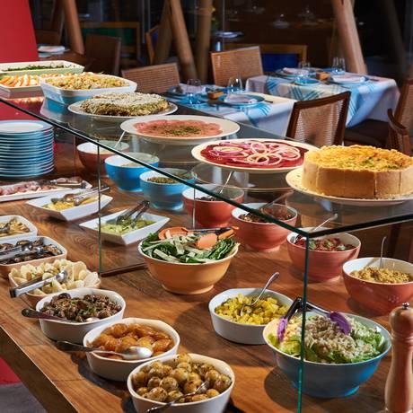 Bancada de saladas do Club Gourmet, de Celidônio Foto: Divulgação / Divulgação