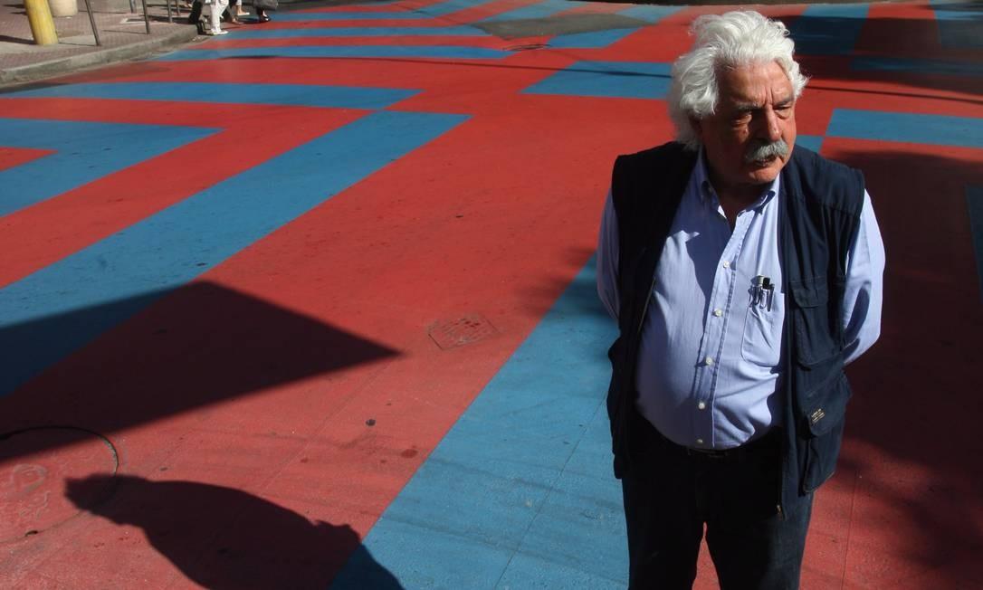 Arquiteto Paulo Casé em uma de suas obras, o Rio Cidade de Ipanema Foto: Marcelo Carnaval / Agência O Globo