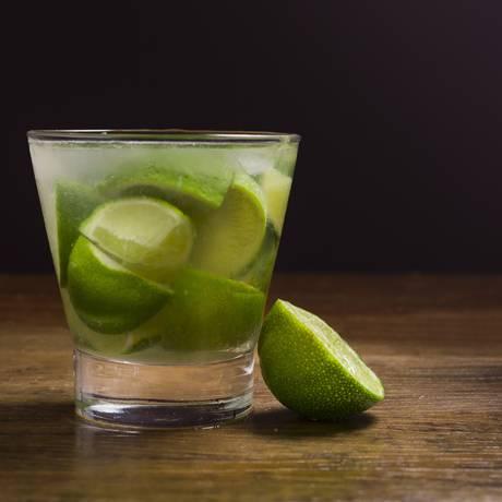 Caipirinha: bebida brasileira conhecida no mundo Foto: Daniel Reche / Pixabay