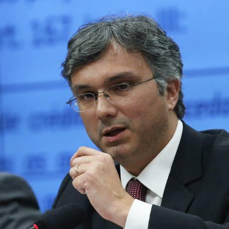 O ministro do Planejamento, Esteves Colnago, durante a audiência pública na Câmara dos Deputados Foto: Ailton de Freitas / Agência O Globo