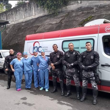 Policiais e agentes de saúde Foto: Divulgação/PM