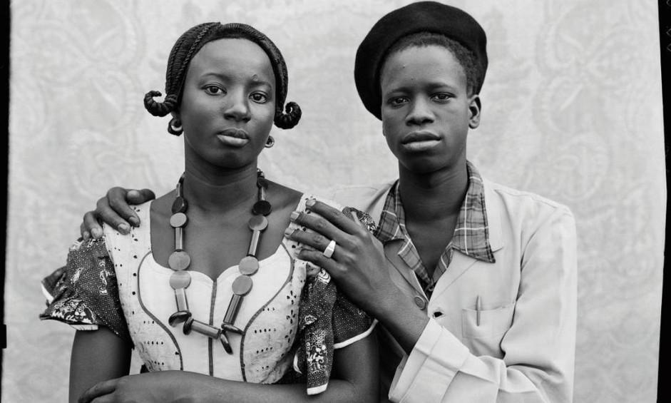 O fotógrafo retratou, em seu estúdio, a elite de Bamako, em Mali, entre os anos de 1948 e 1962 Foto: Divulgação/Seydou Keïta