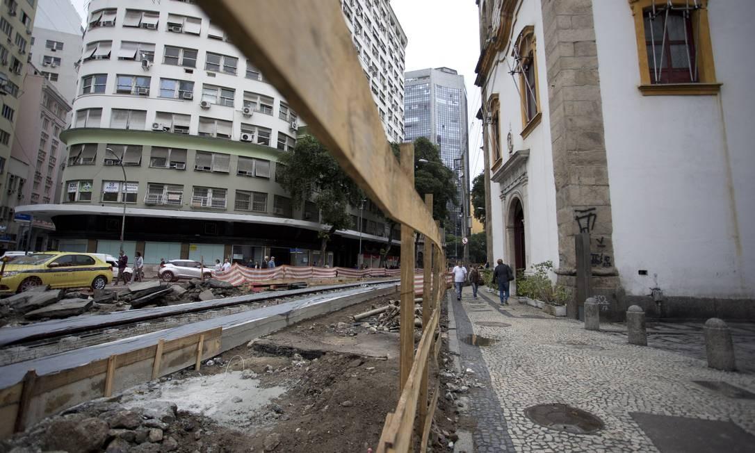 Obra do VLT perto da Igreja de Santa Rita Márcia Foletto / Agência O Globo