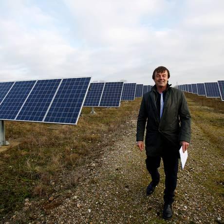 Ex-ministro francês do Meio Ambiente, Nicolas Hulot, durante visita à indústria de energia fotovoltaica em Le Mans, em janeiro Foto: Stephane Mahe / REUTERS