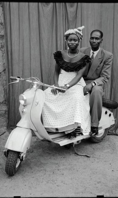 O fotógrafo retratou, em seu estúdio, a elite de Bamako, em Mali, entre os anos de 1948 e 1962 Divulgação/Seydou Keïta (caac– The Pigozzi Collection, Genebra)