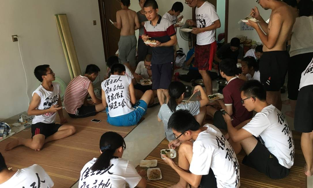 Apartamento em que ativistas e estudantes se reuniam antes de batida policial que resultou em dezenas de detidos Foto: SUE-LIN WONG / REUTERS
