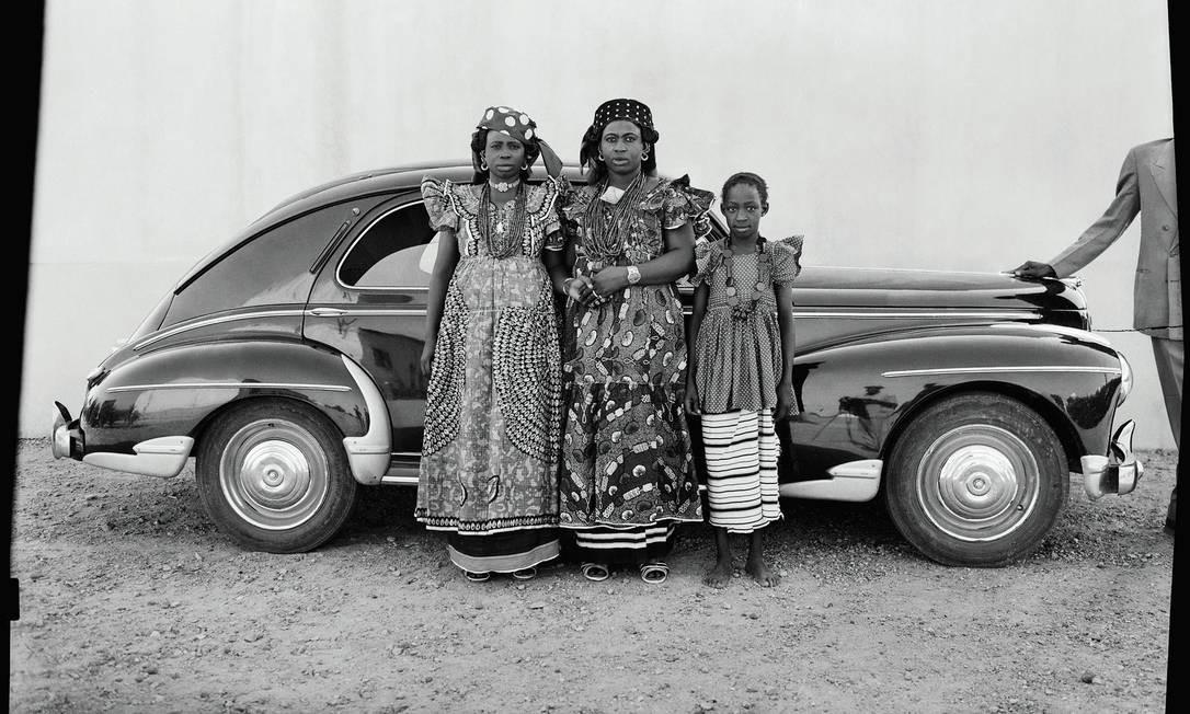 Seydou Keïta começou a fotografar ainda jovem, produzindo retratos de seus amigos e familiares Divulgação/Seydou Keïta (caac– The Pigozzi Collection, Genebra)