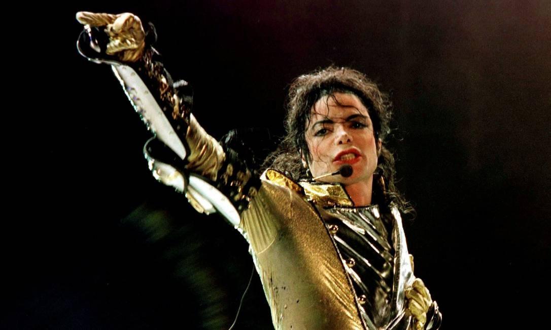 Michael Jackson em 1997, durante show na cidade de Viena Foto: Leonhard Foeger / Reuters