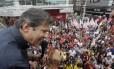 Fernando Haddad discursa para eleitores no calçadão de Alcântara