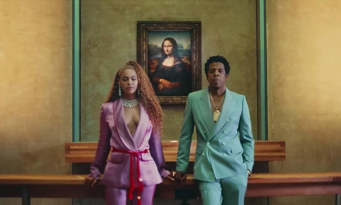 Ao lado de Beyoncé, Jay-Z usa look Dries Van Noten no clipe da música 'Apeshit' Foto: Agência O Globo