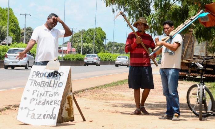 Venezuelanos se oferecem para qualquer tipo de trabalho nas ruas de Boa Vista Foto: Valor Econômico / Agência O Globo