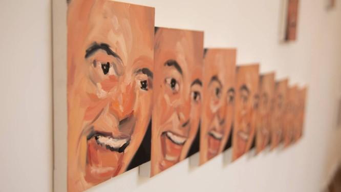 As pequenas telas de Gabriel Giucci nas paredes da Galeria Aymoré Foto: Willy Malheiros / Divulgação