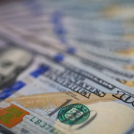 Alta do dólar é motivada tanto pelo fortalecimento da economia americana quanto pelas incertezas eleitorais brasileiras Foto: Roberto Moreyra/Agência O Globo