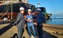 O candidato Eduardo Paes durante visita ao Estaleiro Mauá Foto: Bernardo Mello/O GLOBO