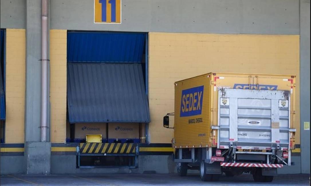 Cobrança de R$ 15 por encomenda importada pode gerar entre R$ 1,5 milhão e R$ 4,5 milhão por dia aos cofres dos Correios Foto: Arquivo - Agência O Globo