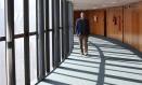Dias Toffoli no corredor onde ficam os gabinetes dos ministros do Supremo Foto: Ailton de Freitas / Agência O Globo