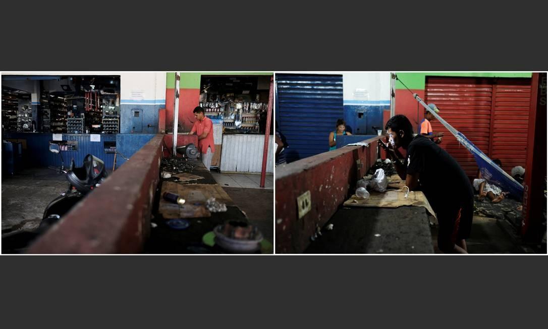 Um homem trabalha de dia em uma oficina de carros em Boa Vista, Roraima. De noite, refugiados venezuelanos dormem no local, que fica próximo à Rodoviária da cidade Foto: Nacho Doce / Reuters