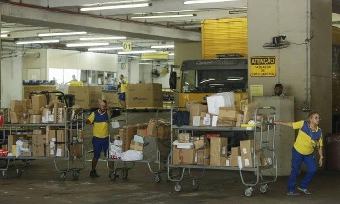 Central de Distribuição dos Correios: taxa será cobrada para todas as mercadorias que chegarem ao país a partir de 27 de agosto Foto: Gabriel de Paiva / Arquivo - Agência O Globo