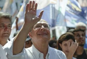 O candidato do PSDB à Presidência, Geraldo Alckmin, na cidade de Duque de Caxias (RJ) Foto: Gabriel de Paiva / Agência O Globo