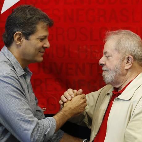 Fernando Haddad e Lula, durante posse do diretório estadual do PT em São Paulo Foto: Edilson Dantas/Agência O Globo/10-06-2017
