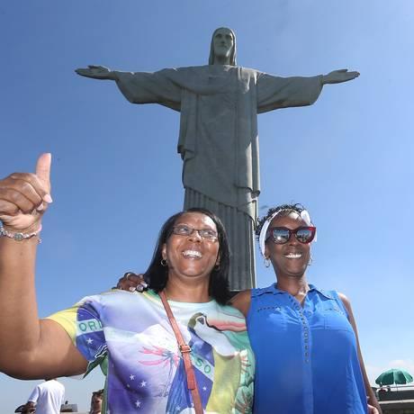 Nilza Santana e Monica Rosa ( de azul ) Foto: Guilherme Pinto / Agência O Globo