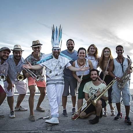 Artistas. DJ MAM (ao centro) e integrantes da Orquestra Sinfônica Ambulante, convidada para a primeira gravação Foto: Divulgação/Guilherme Rolim