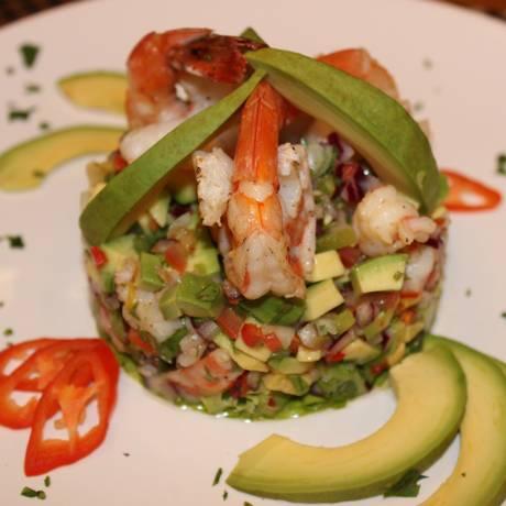 Fruta. O abacate é rico em gordura boa, que combate o colesterol: ele é destaque na receita da salada Cenote, servida no Don Juan Contemporâneo (R$ 45) Foto: Divulgação