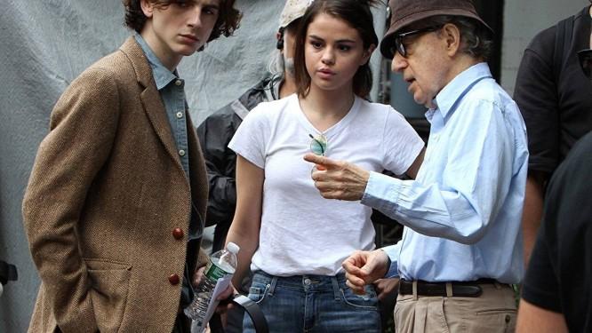 Timothée Chalamet, Selena Gomez e Woody Allen no set de