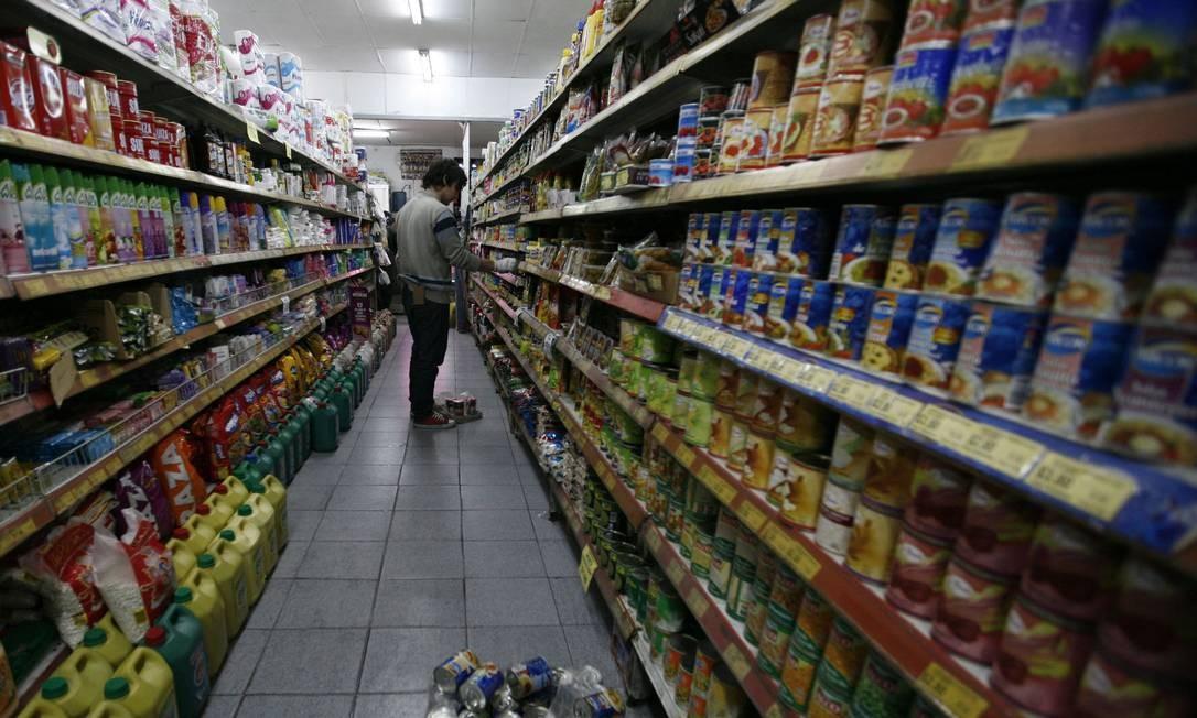 Consumidor vai às compras em mercado na Argentina Foto: / La Nación/GDA