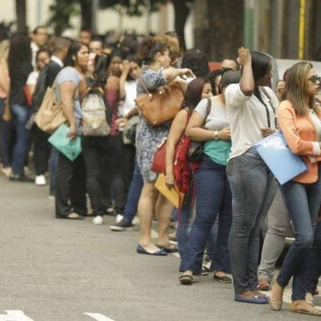 Fila de emprego no Centro do Rio de Janeiro. Foto: Gabriel de Paiva / Agência O Globo