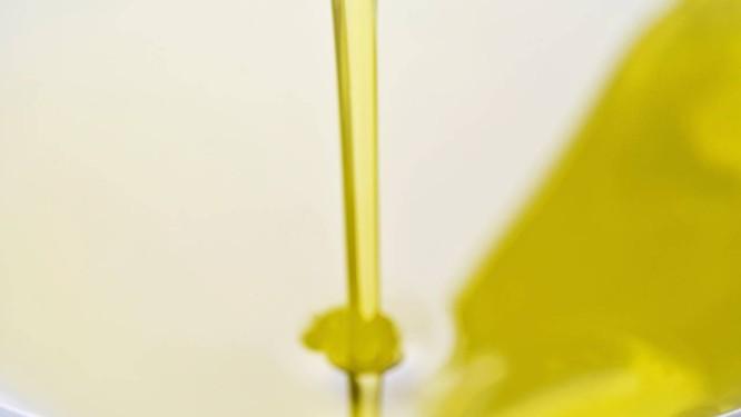 Gorduras monoinsaturadas dos azeites tipo extra virgem estão entre as responsáveis pelos efeitos beníficos da dieta mediterrânea Foto: Latinstock