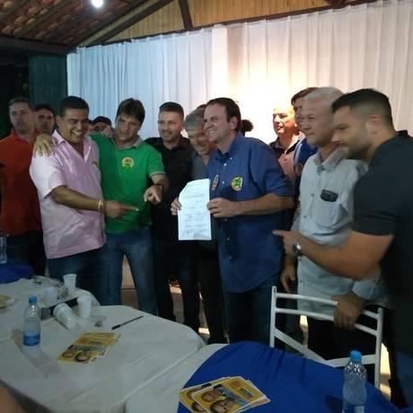 Paes vai à Maricá e assina carta-compromisso com a cidade Foto: Lucas Altino/ Agência O Globo
