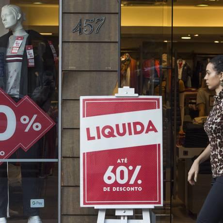 Sem fôlego, consumo das famílias sofre com desemprego Foto: Edilson Dantas / Agência O Globo
