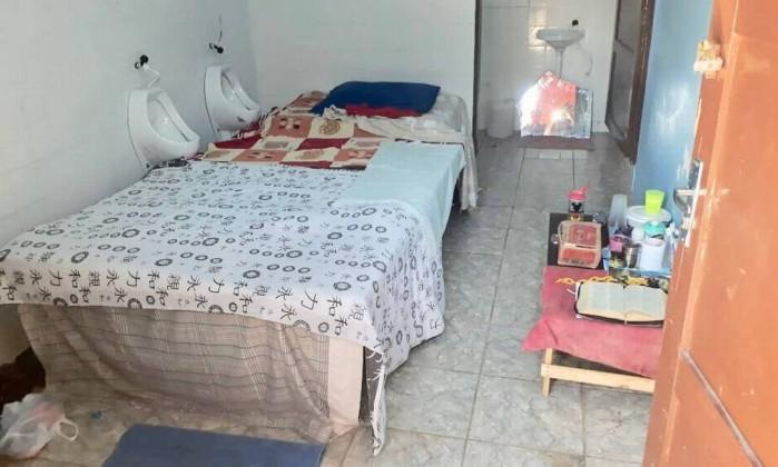 Banheiro público em Roraima é transformado em abrigo Foto: Reprodução