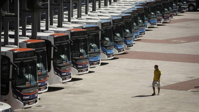Nova frota de ônibus para o Rio é apresentada no estádio do Engenhão Foto: Pablo Jacob / Agência O Globo