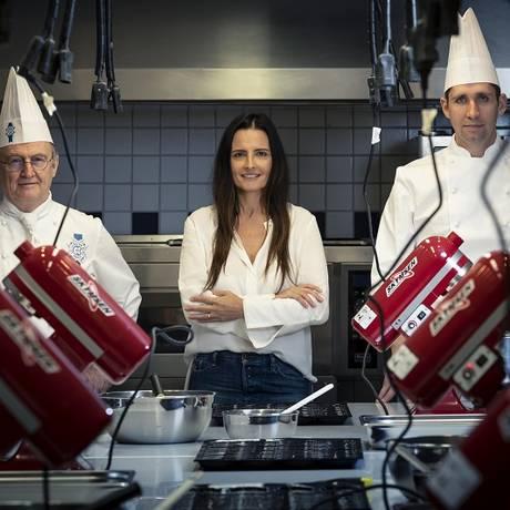 A diretora do Cordon Bleu carioca, Sofia Mesquita, entre os chefs Philippe Brye e João Paulo Foto: Leo Martins / Agência O Globo