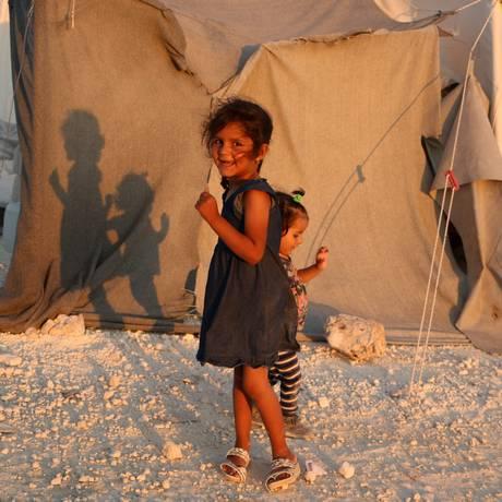 Crianças deslocadas em campo na província de Idlib, no Norte da Síria Foto: AAREF WATAD / AFP
